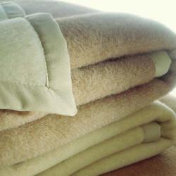 Come-lavare-le-coperte-di-lana-a-mano-e-in-lavatrice